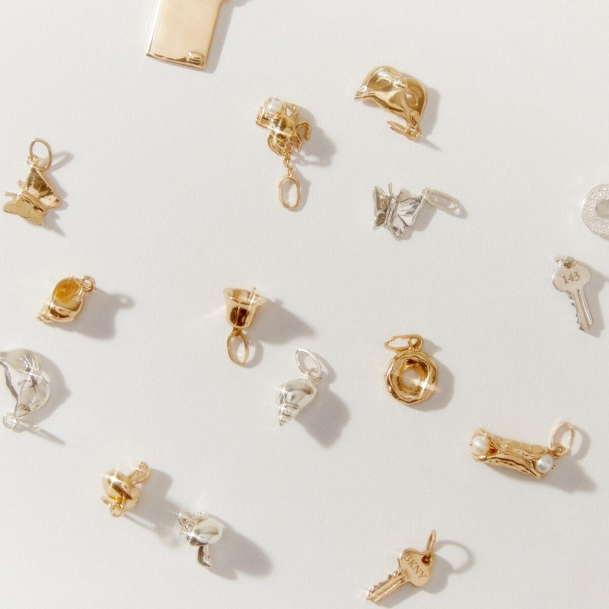 Tiny Shello Charm, Yellow Gold image