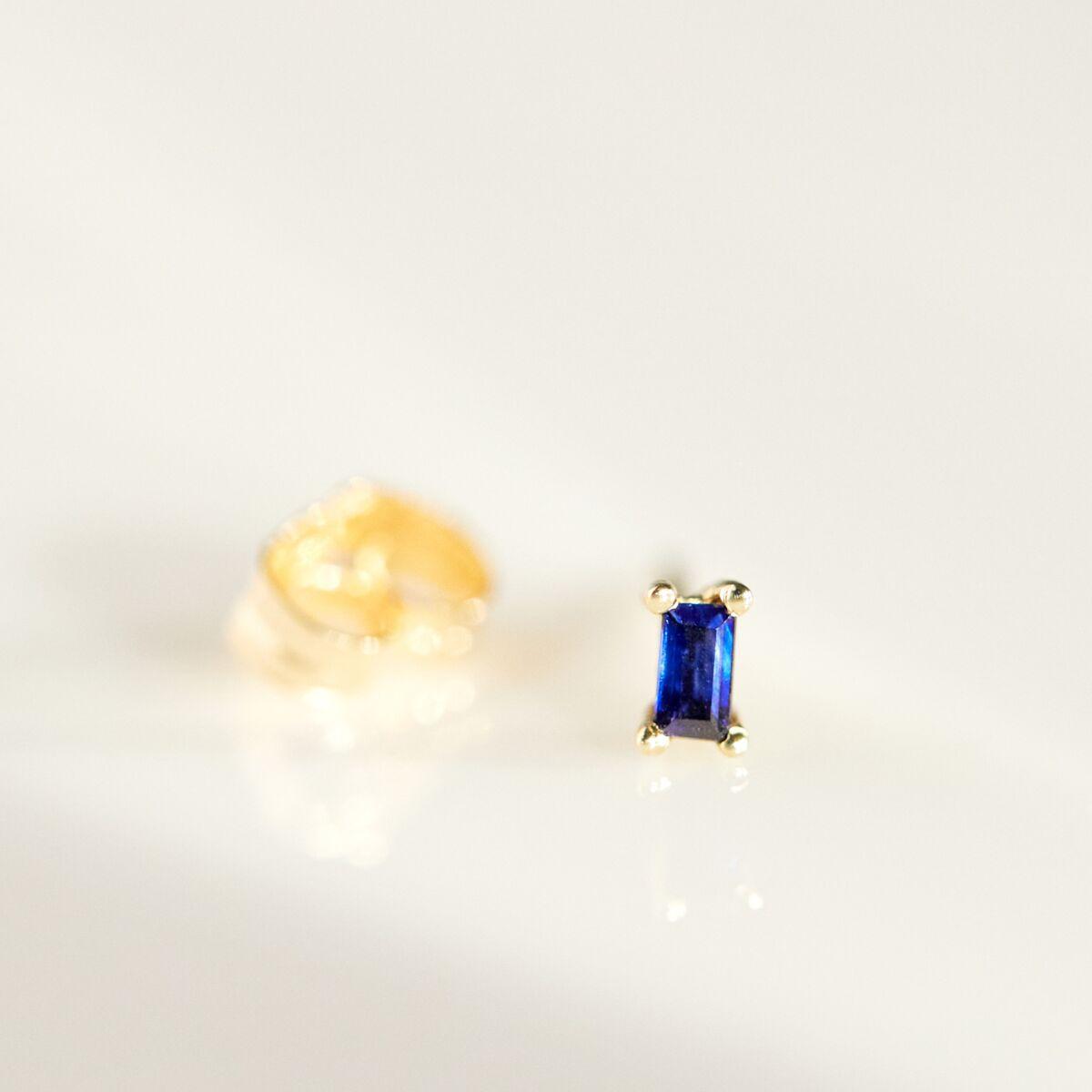 Baguette Stud, Blue Sapphire image