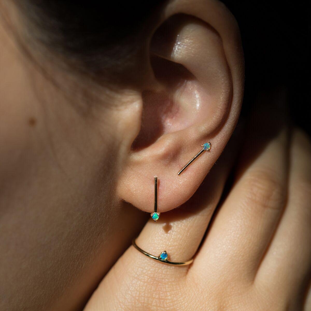 One-Step Bar Earring, Opal (SINGLE) image
