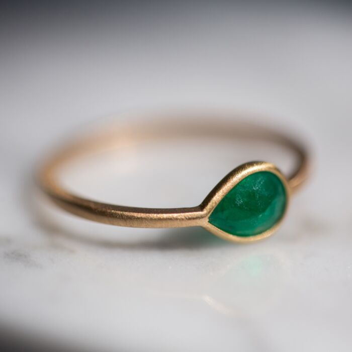 Pear Ring with Emerald image