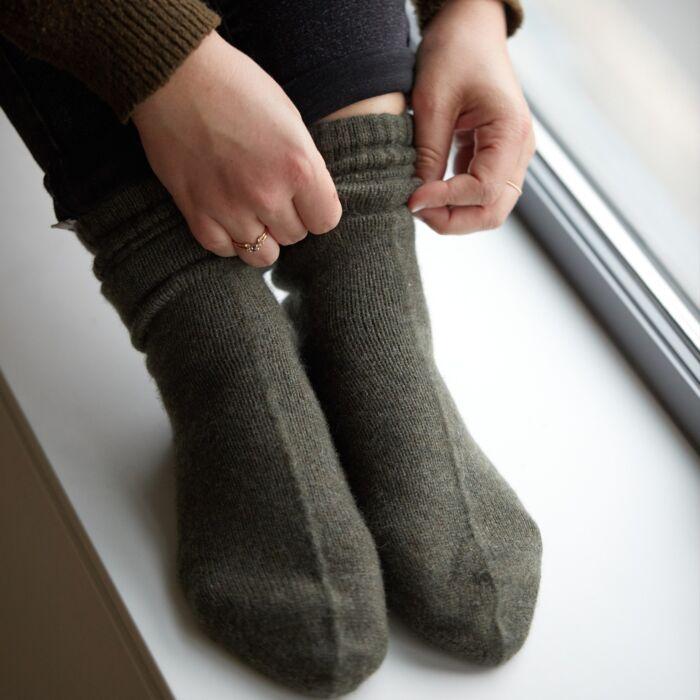Cozy Cashmere Socks, Moss image