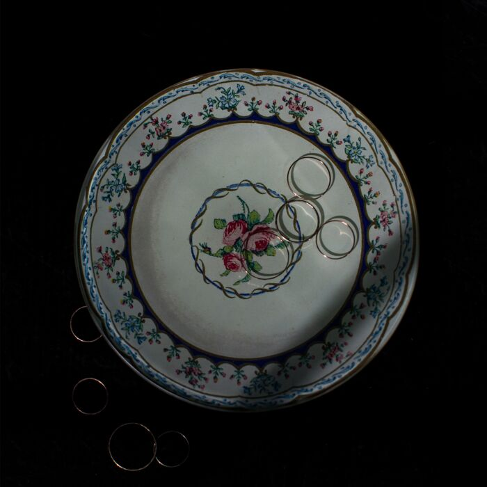 Triple Rose Round Plate image