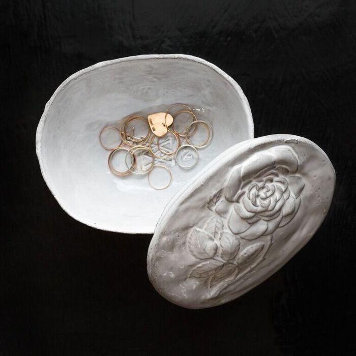 Setsuko Box with Roses image