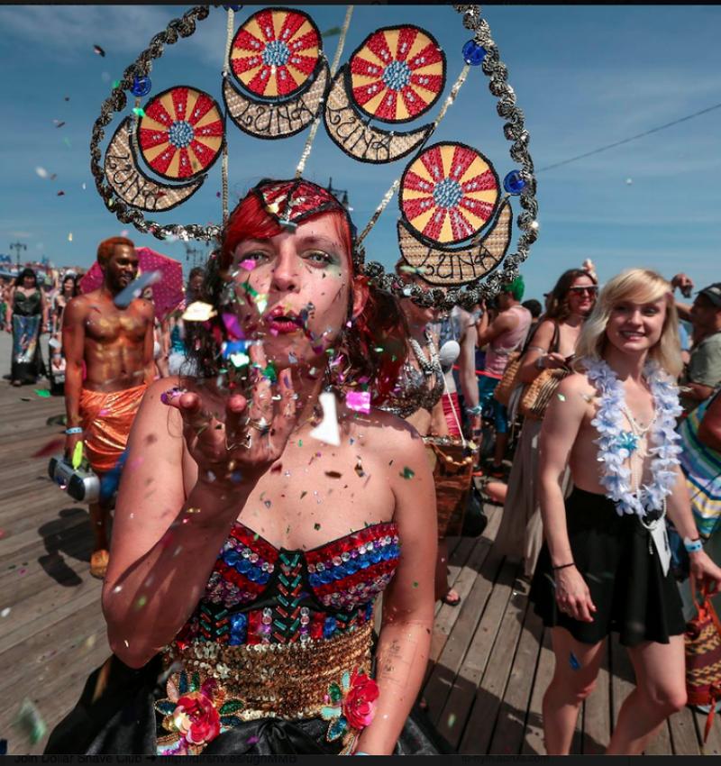 Weekend Kittens: Coney Island Mermaid Parade